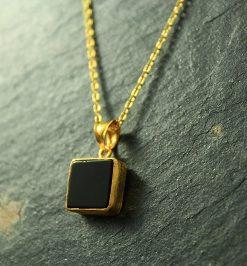 silber schwarzer stein